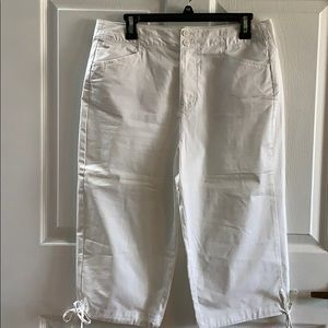 White capri pants with tie detail on the bottom